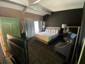 Standard King room 8